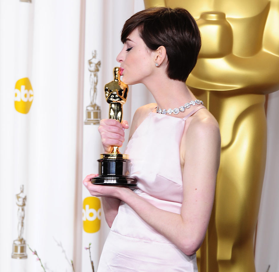 http://nickzois.files.wordpress.com/2013/02/anne-hathaway-winner-of-t-009.jpg